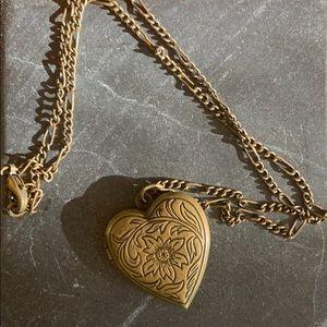 Jewelry - Vintage heart shaped locket